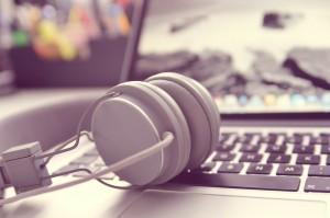 headphones-338492_1280